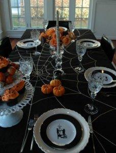 spiderweb-tablecloth