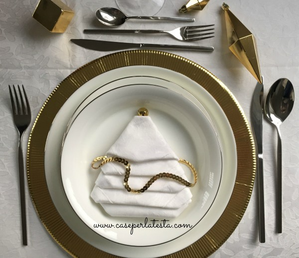 Christmas_table_inspirations_gold