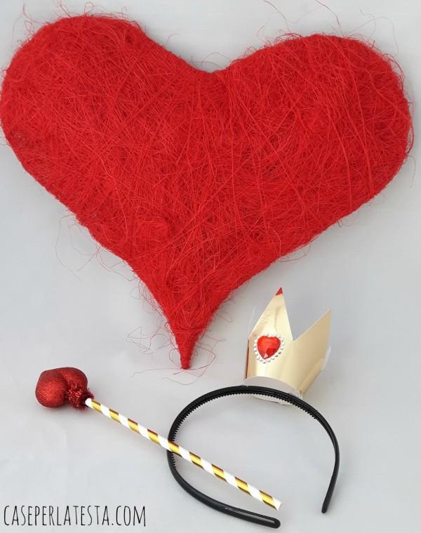 diy-queen-of-hearts-prop